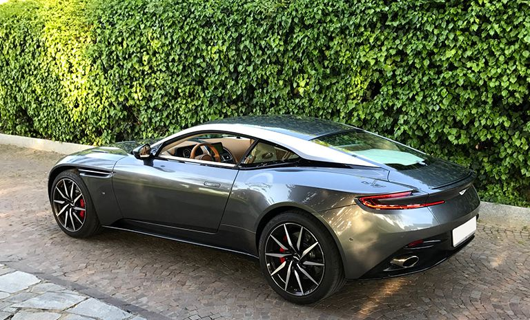 Aston Martin DB11 56