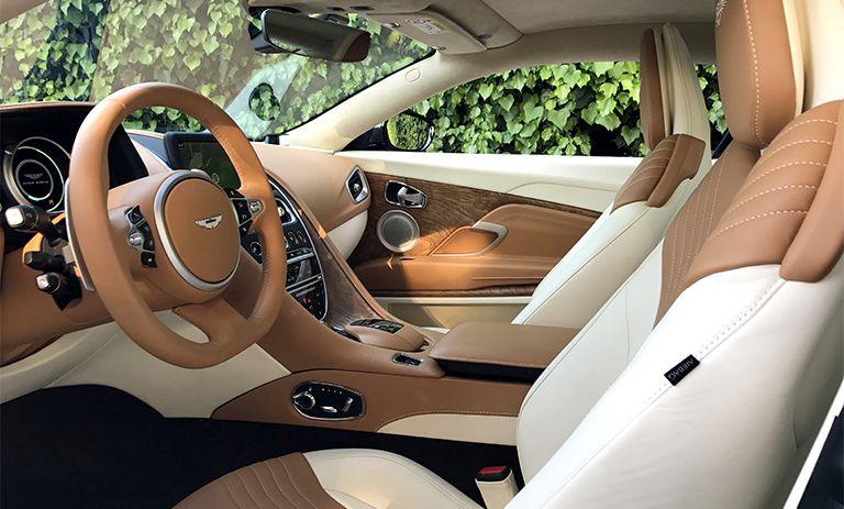 Aston Martin DB11 57